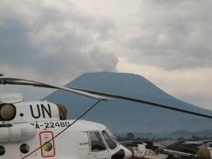 Il vulcano Nyiragongo con i soliti elicotteri UN